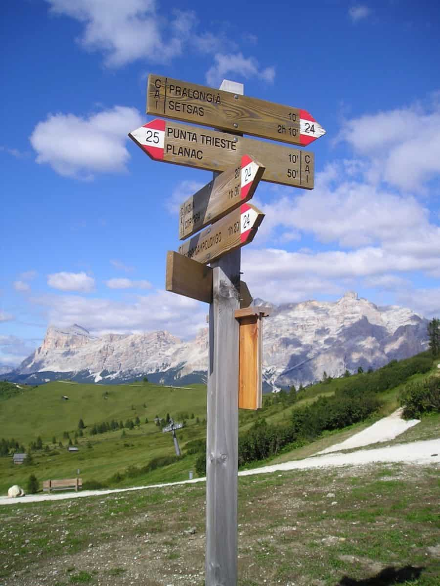 trail signs Italy